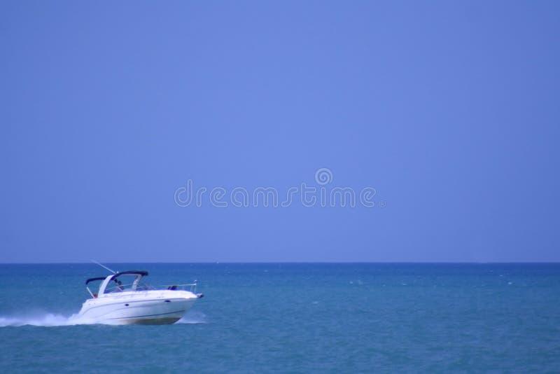 Download Barca di velocità fotografia stock. Immagine di cabina - 3887688