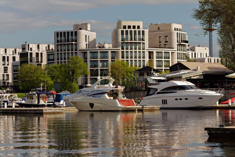 Barca e bacino fotografia stock libera da diritti