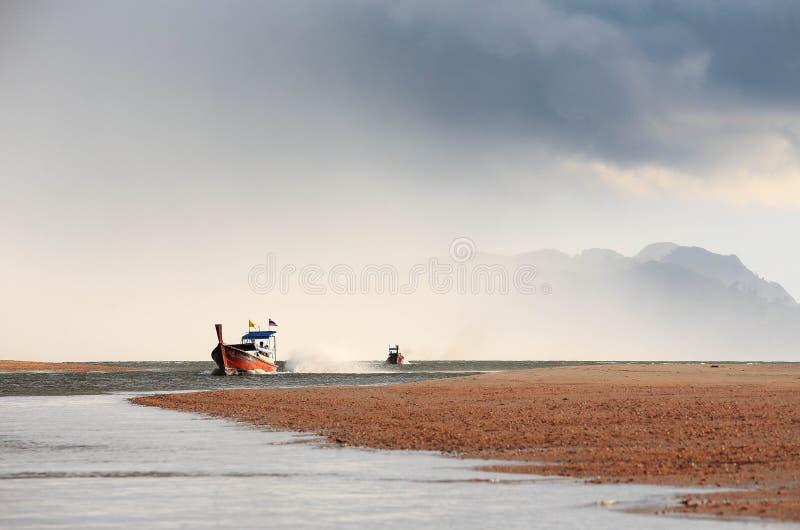 Barca e nimbus immagini stock libere da diritti