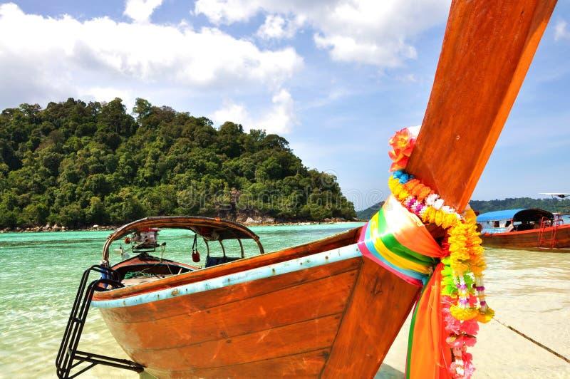Barca ed il mare fotografia stock
