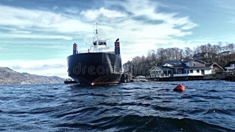 Barca ed onde - Norvegia, Hordvik fotografia stock