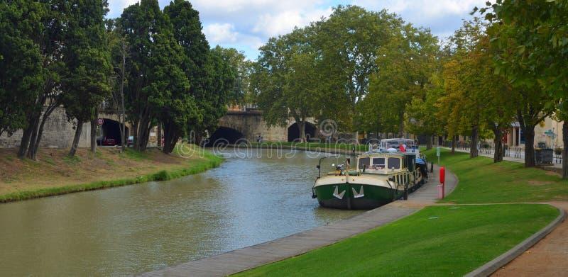 Barca em Canal du Midi em Carcassonne Languedoc Roussillon imagens de stock royalty free