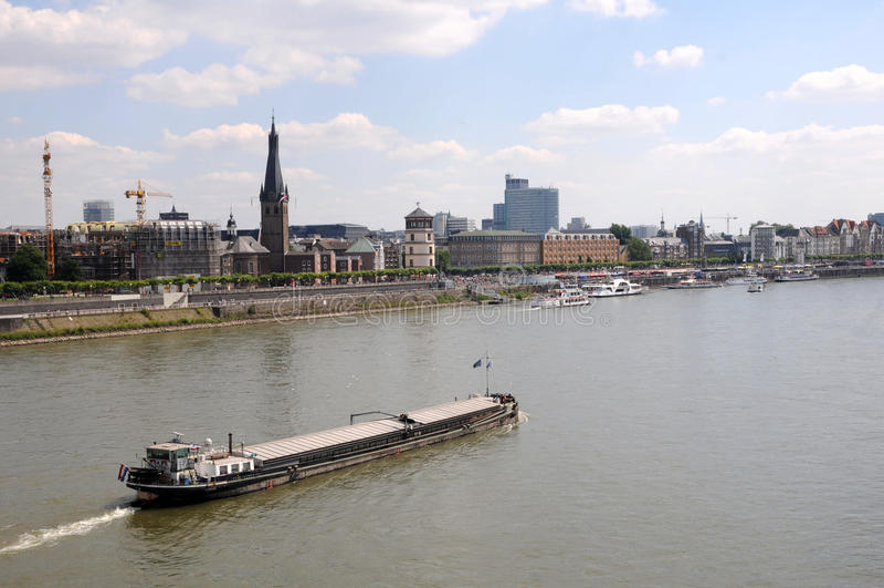 Barca em Rhin imagens de stock royalty free