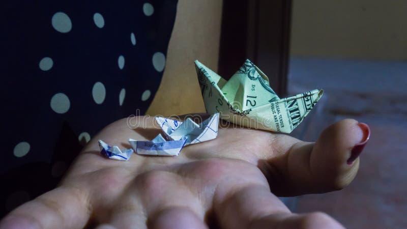 barca fatta con un dollaro immagine stock