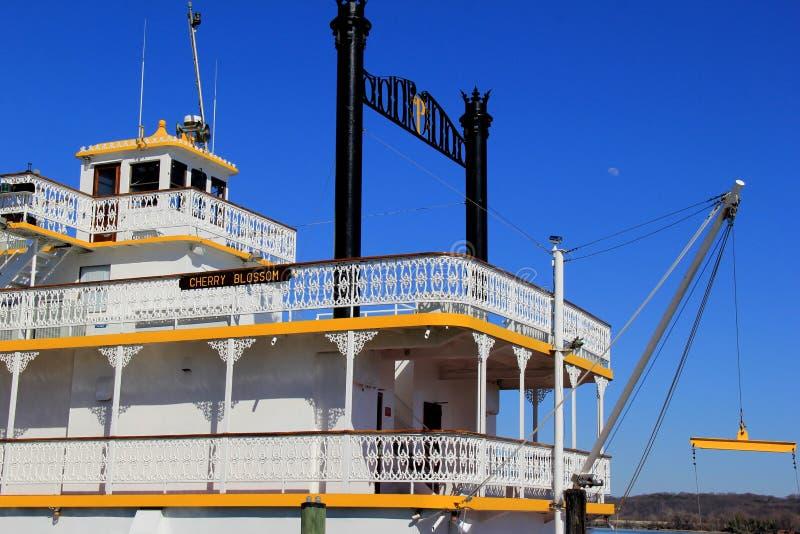 Barca histórica, Cherry Blossom, sistema en el río Potomac, Alexandría vieja, Virginia, abril de 2015 imagenes de archivo