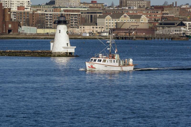 Barca Jim Dandy dell'aragosta che si dirige fuori fotografie stock libere da diritti