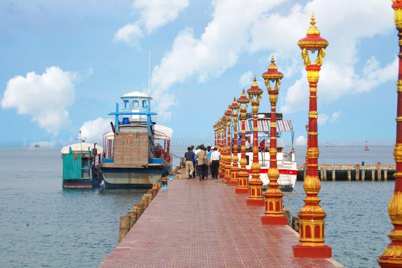 Barca a Koh Pos Resort nella provincia di Sihanoukville fotografia stock