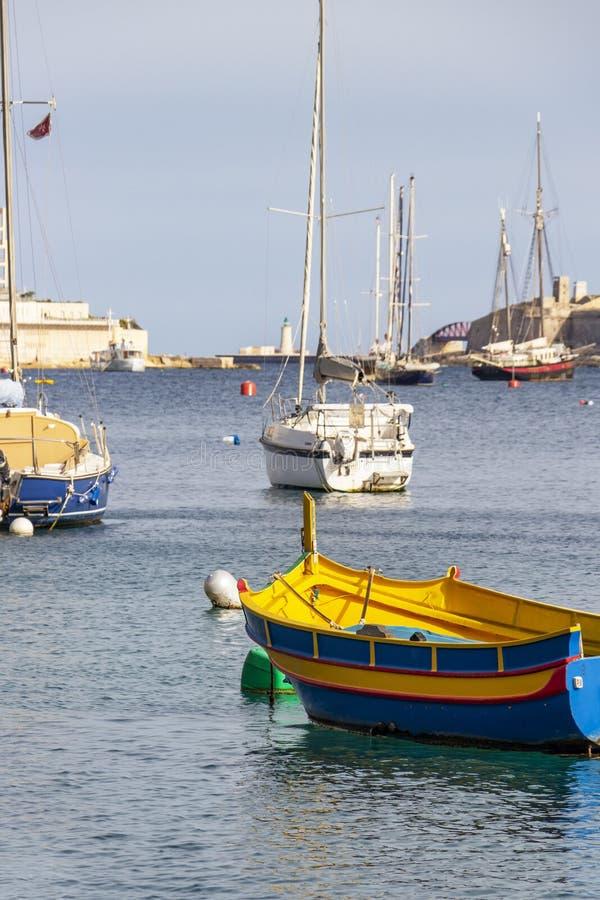Barca maltese di Luzzu a Sliema Creek, Malta fotografia stock libera da diritti