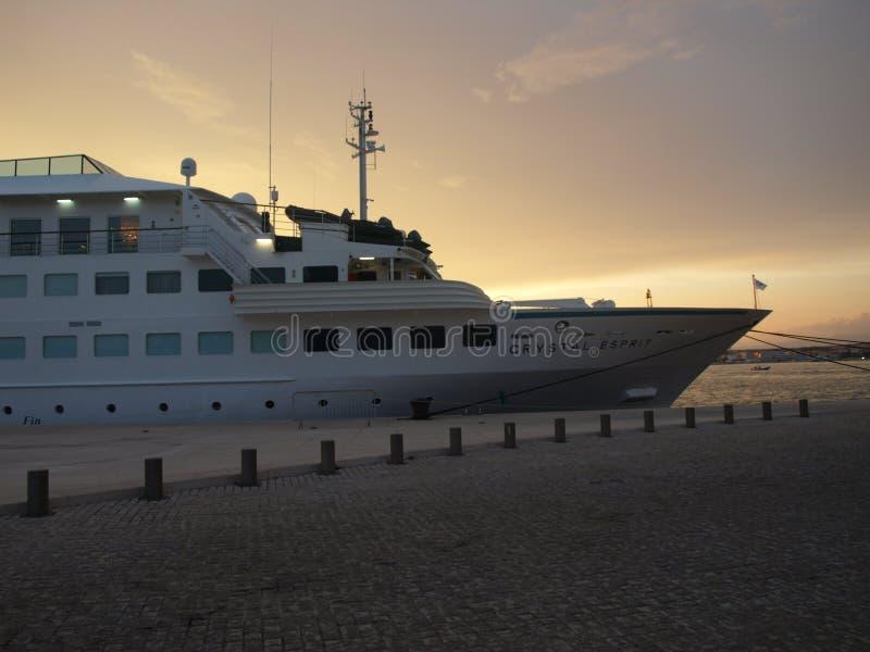 barca, mare, tramonto, vacanza, viaggio, pace, famiglia, esperienza, meditazione, idrovolante fotografia stock libera da diritti
