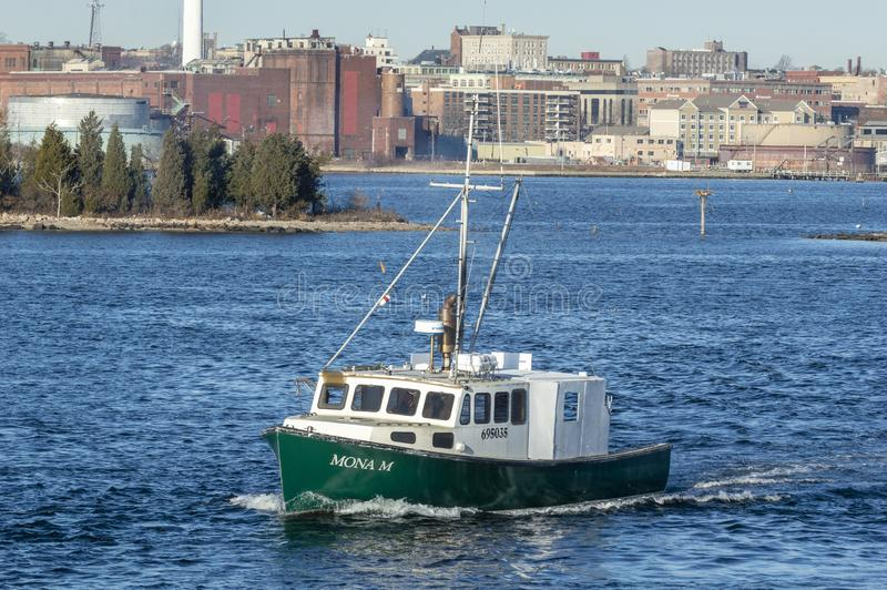 Barca Mona m. dell'aragosta che va sul viaggio di pesca fotografia stock