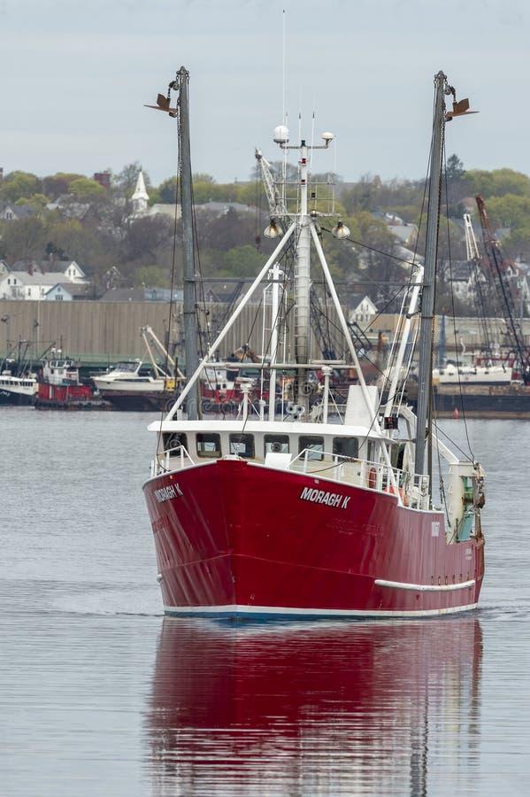 Barca Moragh K di pesca professionale che lascia New Bedford immagine stock libera da diritti