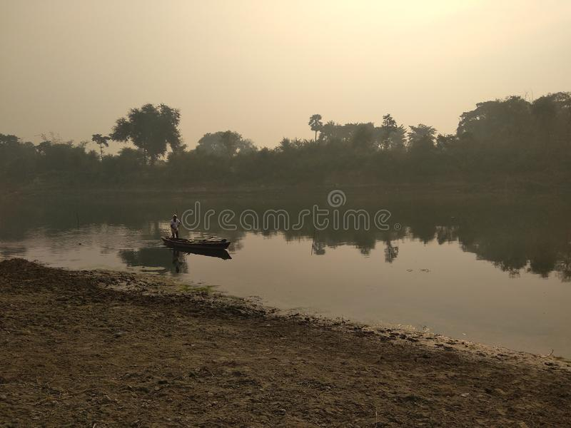 Barca nel fiume fotografia stock