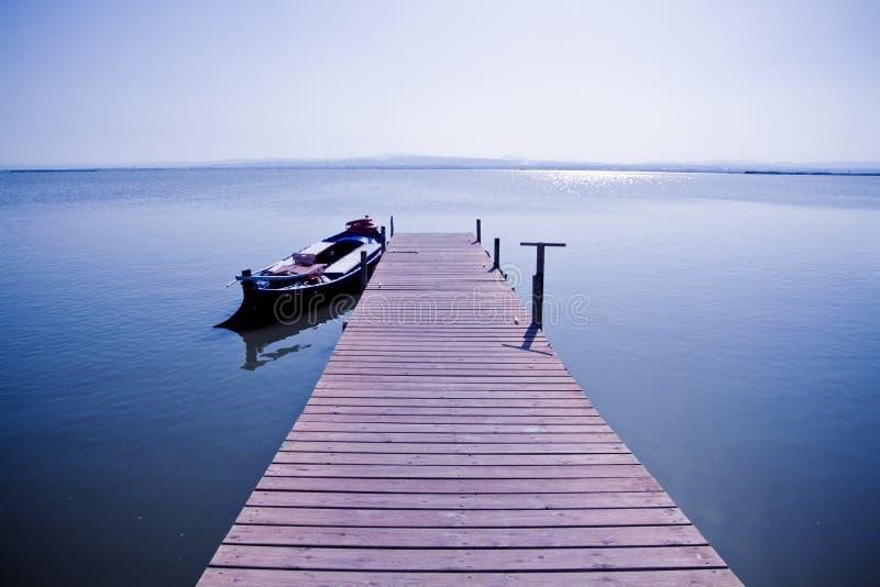 Barca nel lago II fotografia stock libera da diritti