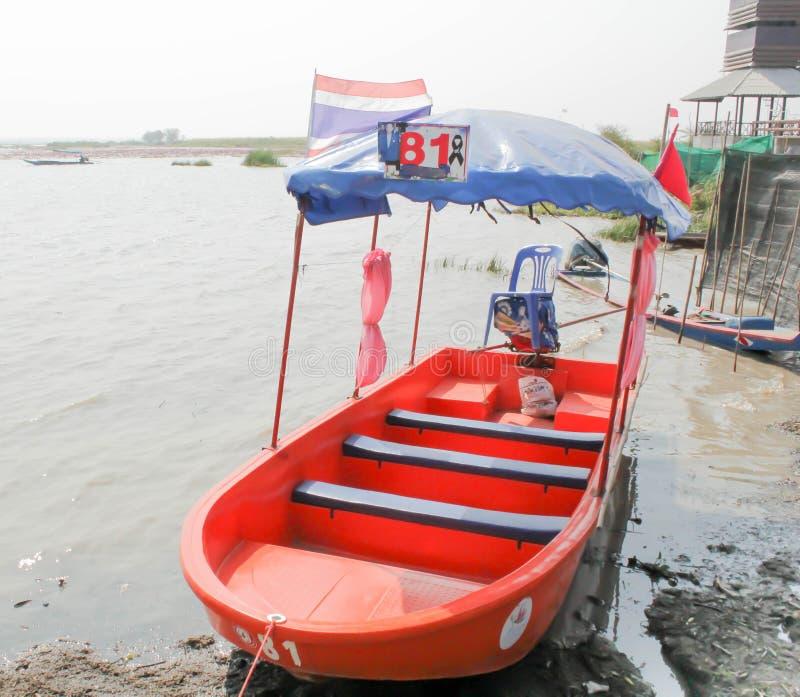 Barca nel lago per vedere gli uccelli fotografia stock libera da diritti