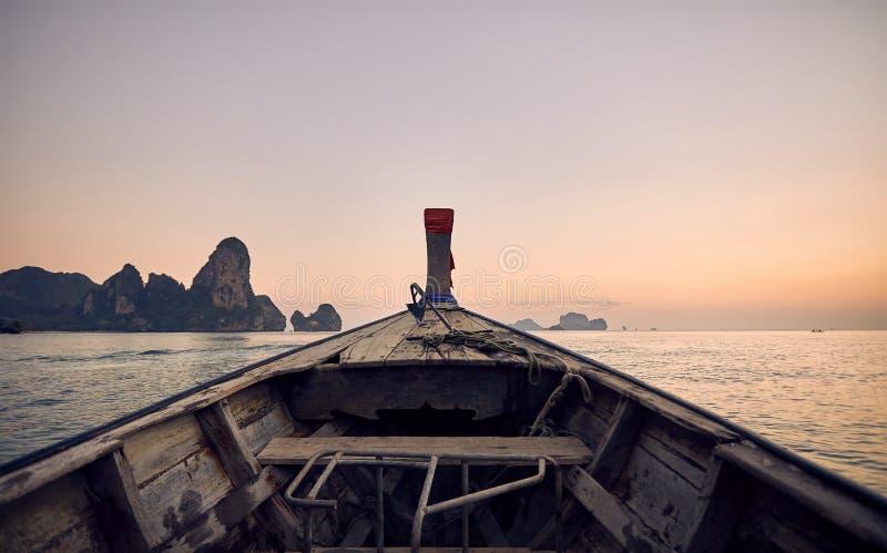 Barca nelle isole tropicali immagine stock