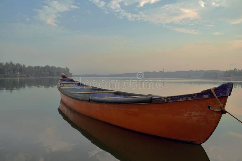 Barca rossa di Mangalore immagine stock