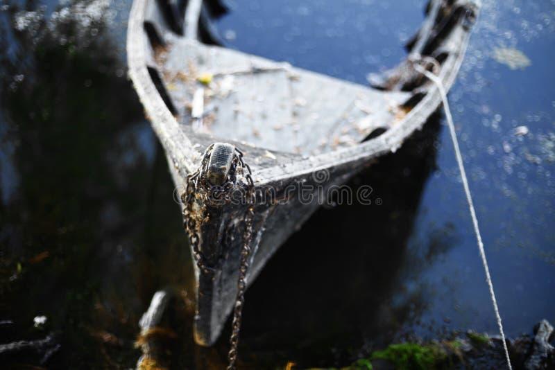 Barca rotta fotografia stock