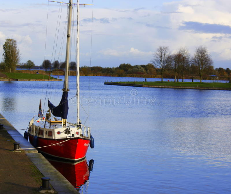 Barca sola al porto di Zeewolde fotografie stock libere da diritti