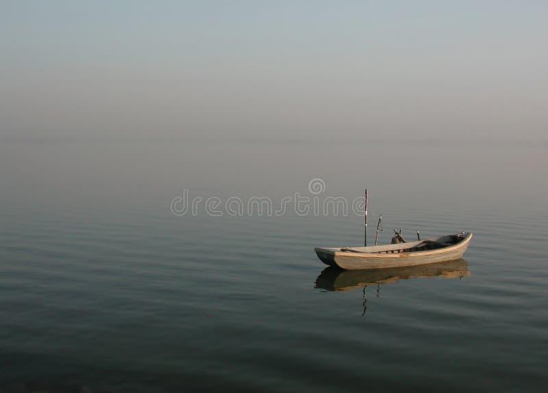 Barca Sola Della Laguna - Calmness Immagine Stock Libera da Diritti