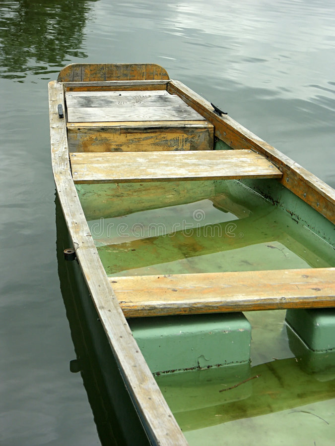 Download Barca sommersa fotografia stock. Immagine di fiume, riflessione - 214206