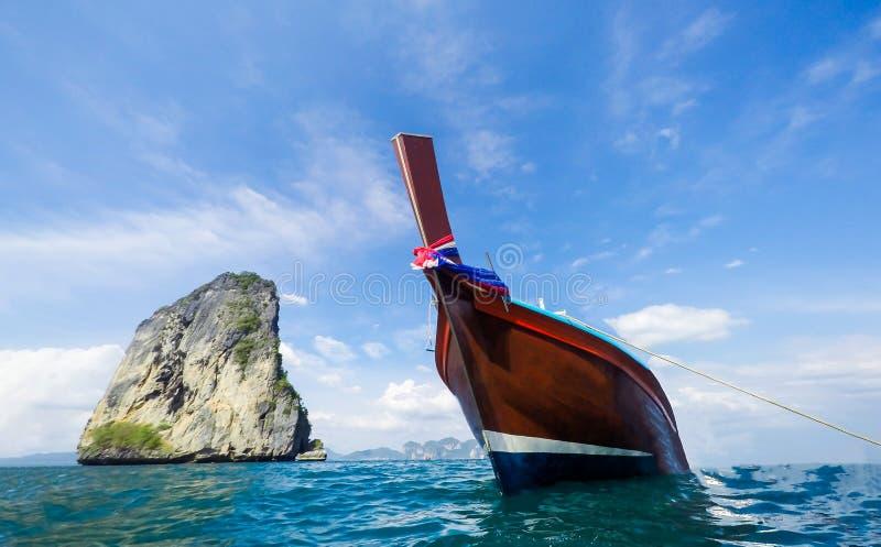 Barca sul bello mare fotografie stock