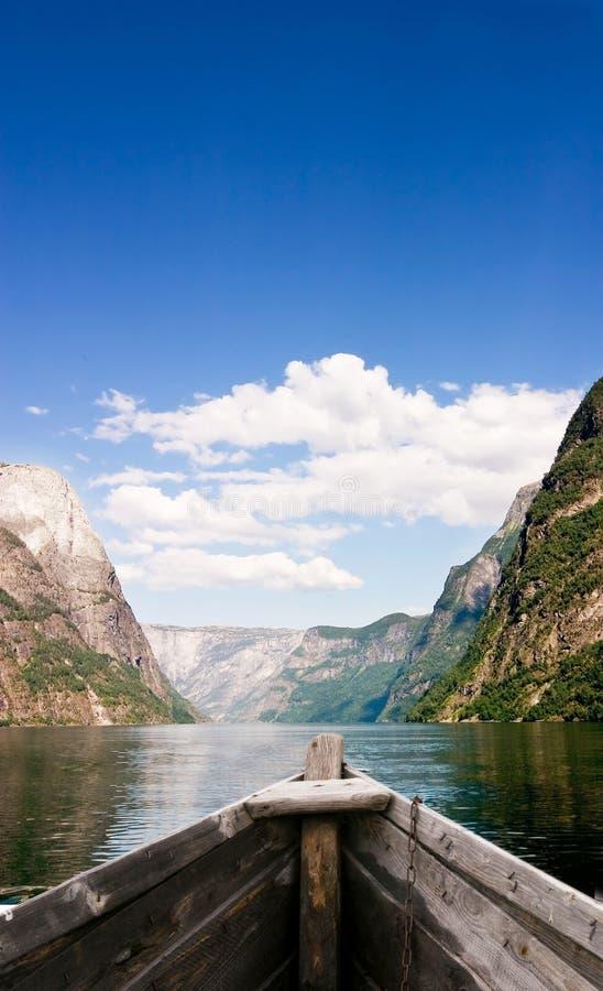 Barca sul fiordo fotografia stock
