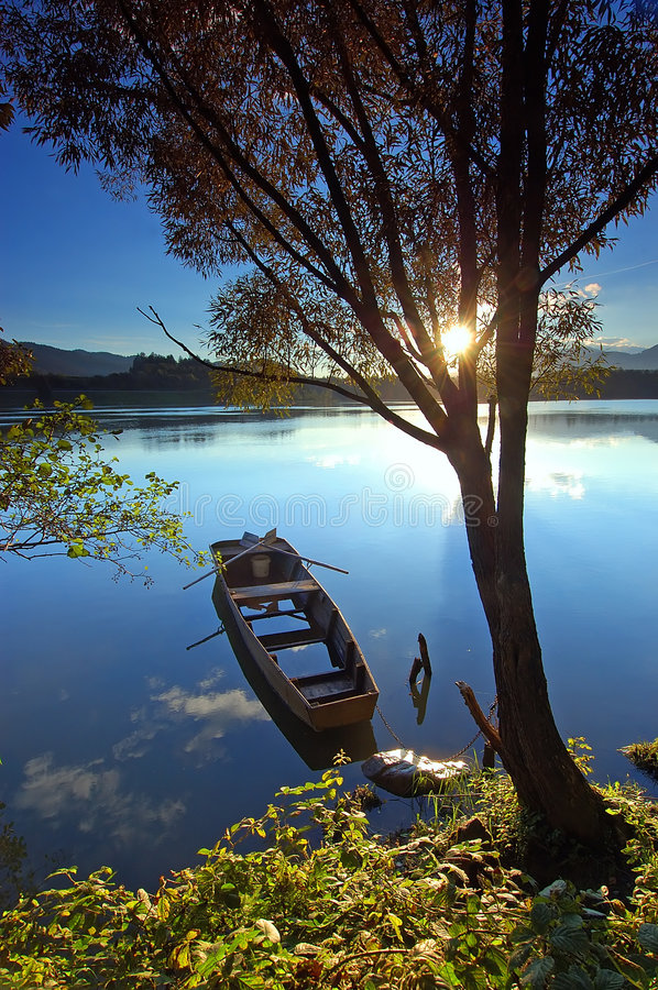 Barca sul fiume immagine stock libera da diritti