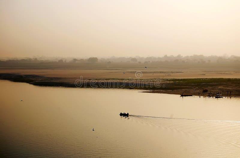 Barca sul fiume Gange fotografie stock