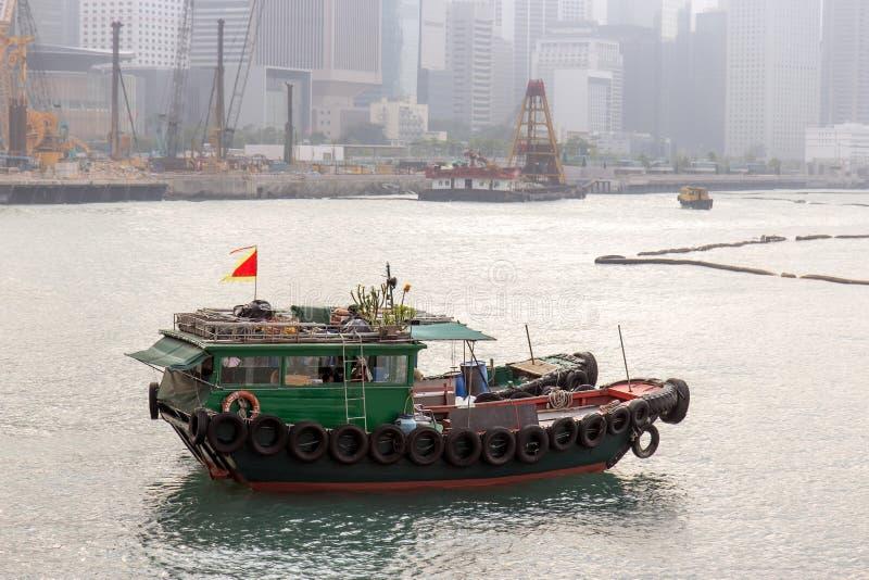 Barca sulla costa in Hong Kong fotografia stock libera da diritti