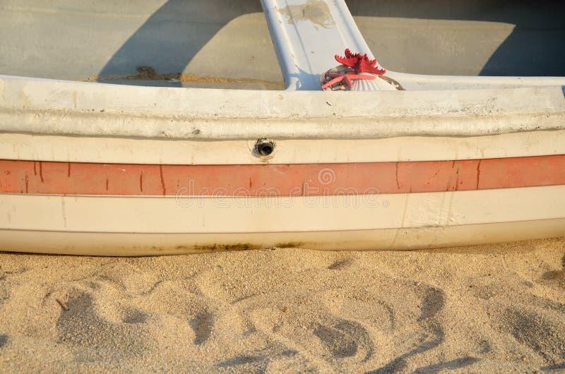 Barca sulla sabbia immagini stock