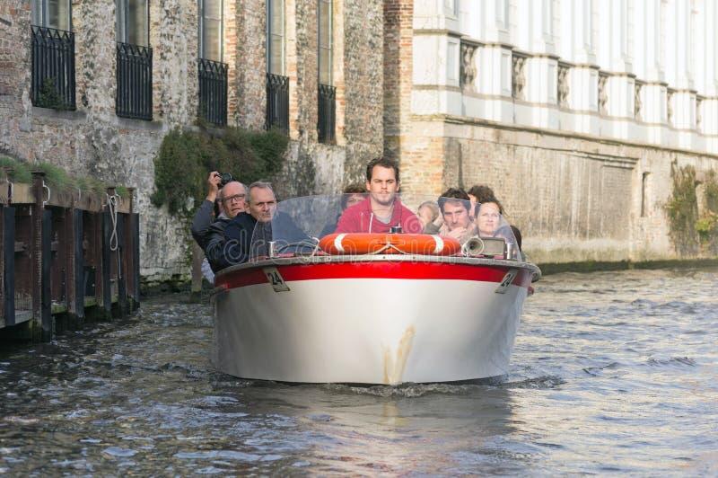 Barca turistica a Bruges, Belgio fotografia stock libera da diritti