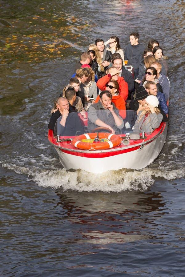 Barca turistica a Bruges, Belgio immagine stock libera da diritti