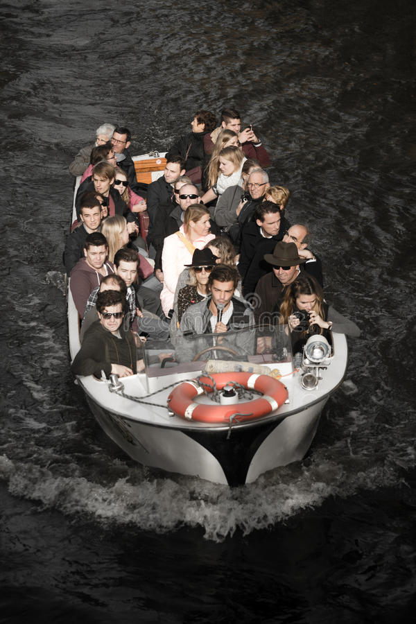 Barca turistica a Bruges, Belgio immagini stock
