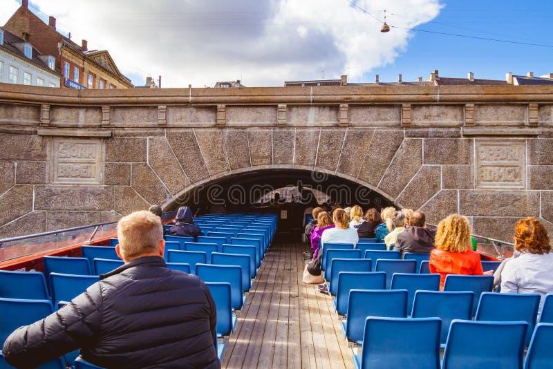 Barca turistica a Copenhaghen, Danimarca immagini stock