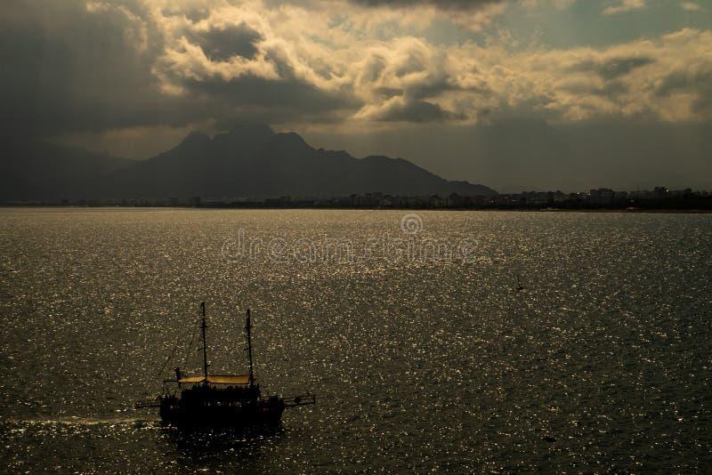 Barca turistica nell'Anatolia immagine stock