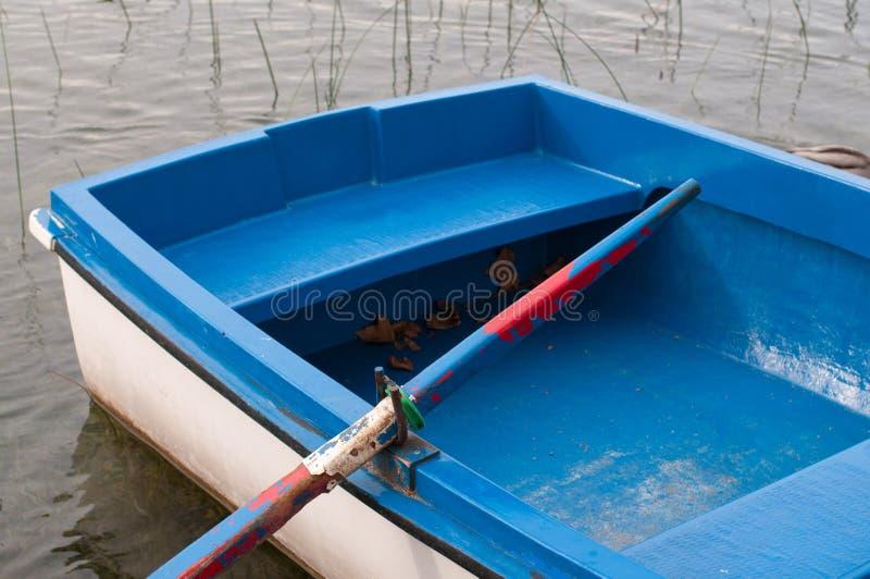 Barca in un lago fotografie stock