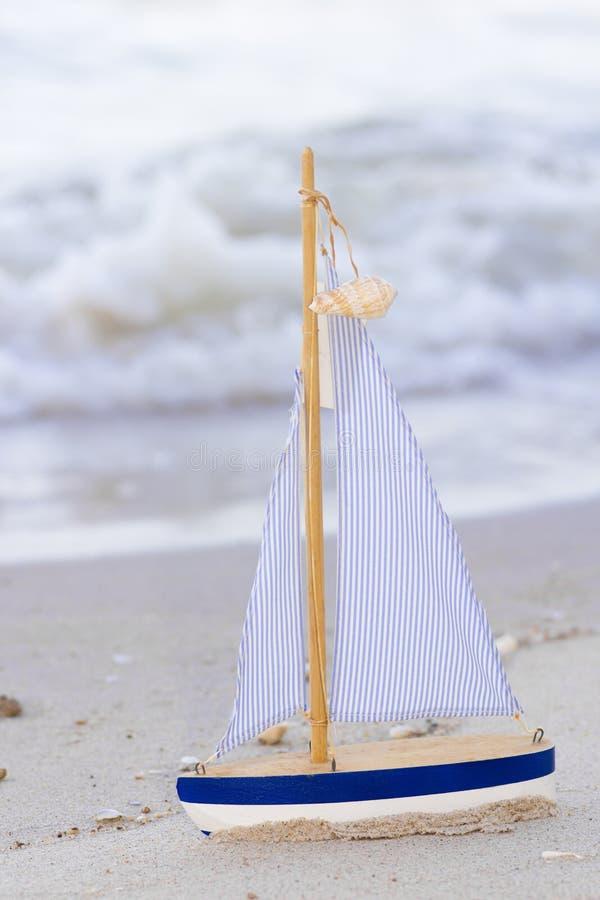 Download Barca a vela fotografia stock. Immagine di singolo, piattaforma - 30829724