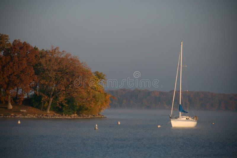 Barca a vela alla grande isola fotografie stock