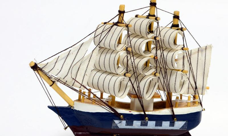 Barca a vela di legno del giocattolo immagini stock