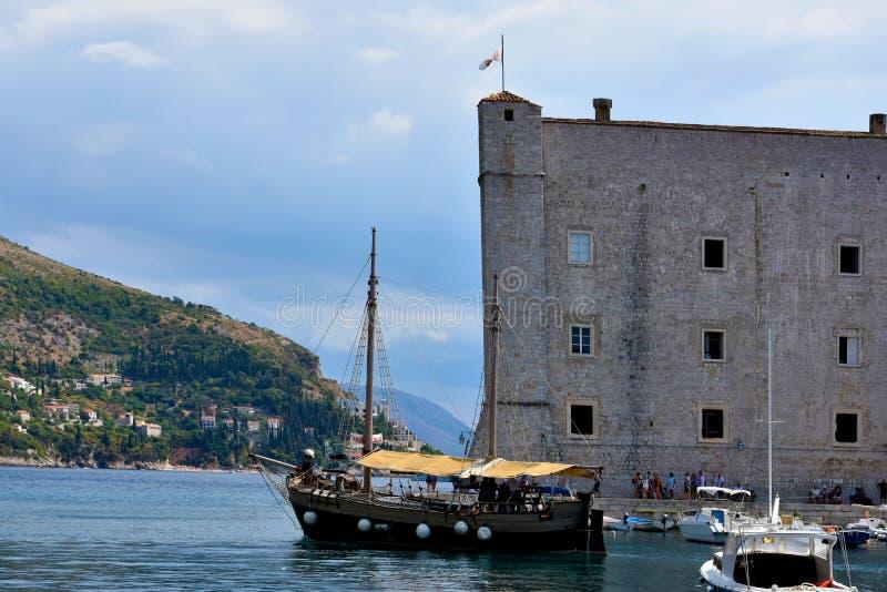 Barca a vela forte e vecchia in Ragusa fotografie stock libere da diritti