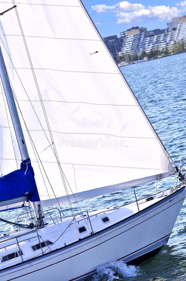 Barca a vela nel porto di Toronto fotografie stock