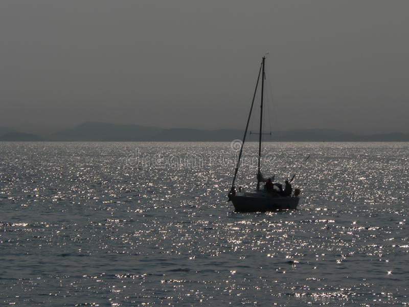 Barca a vela in roccia bianca, BC immagine stock libera da diritti