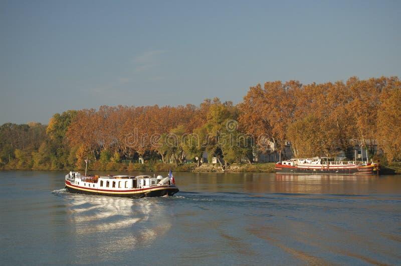 Barcas no rio de Rhone, France imagem de stock