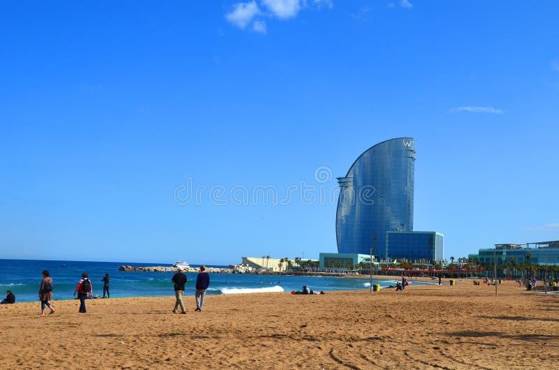 Barcellona è un albergo di lusso cinque stelle stupefacente, ha una vela di vetro come la struttura e è situata all'estremità del fotografia stock libera da diritti