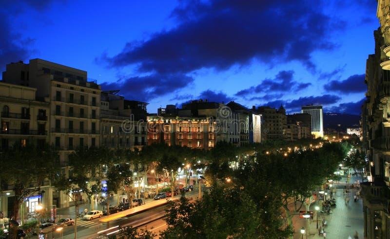 Barcellona alla notte fotografie stock libere da diritti