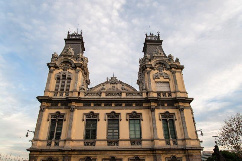 Barcellona, La Paz del de di puerta della plaza, costruzione del porto immagine stock
