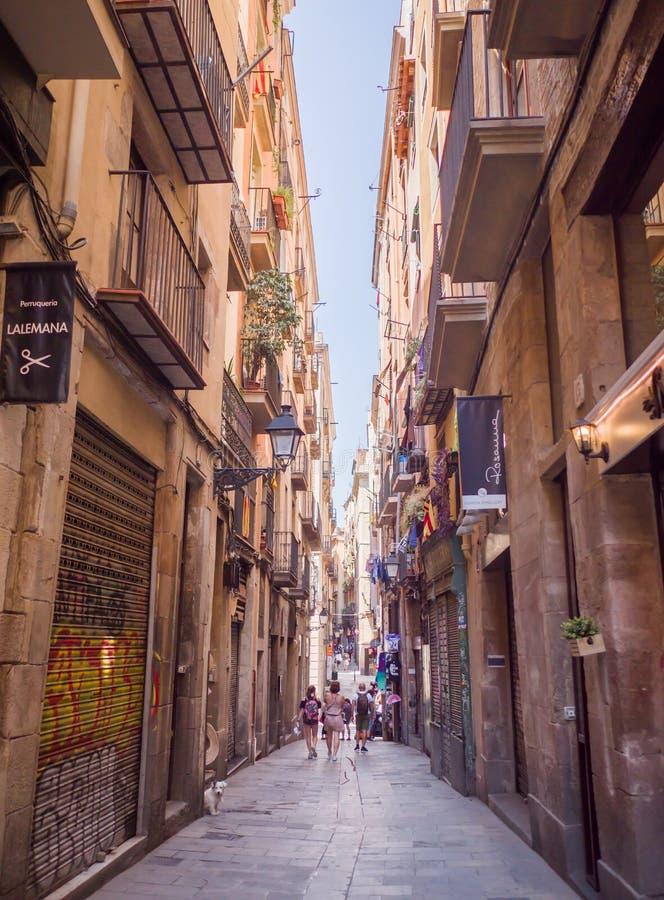 Barcellona, Spagna - 5 agosto 2018: Vie silenziose di Barcellona un giorno di estate immagini stock libere da diritti