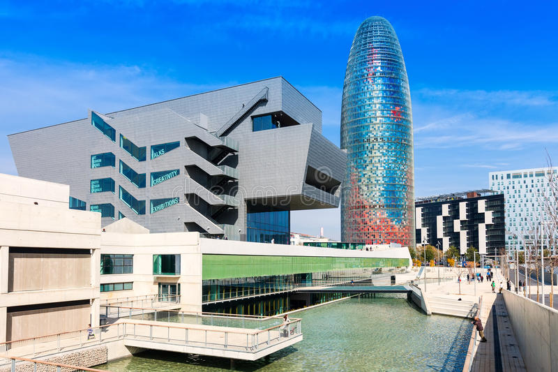 Torre agbar a Barcellona, Spagna fotografia stock libera da diritti