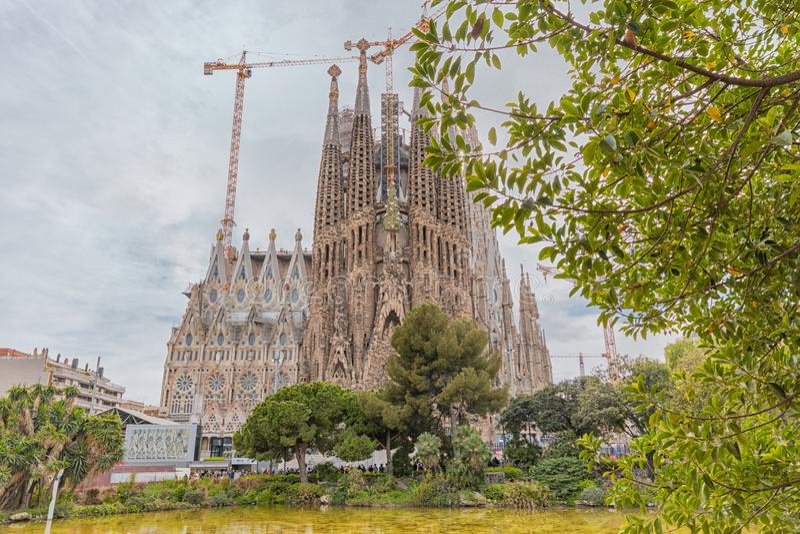 Barcellona, Spagna - 14 marzo 2019: Vista di Sagrada Familia, una grande chiesa di Roman Catholic a Barcellona, Spagna Progettato fotografia stock libera da diritti