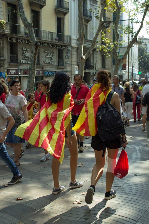 BARCELLONA, SPAGNA - 11 SETTEMBRE 2014: Inde manifestating della gente fotografie stock